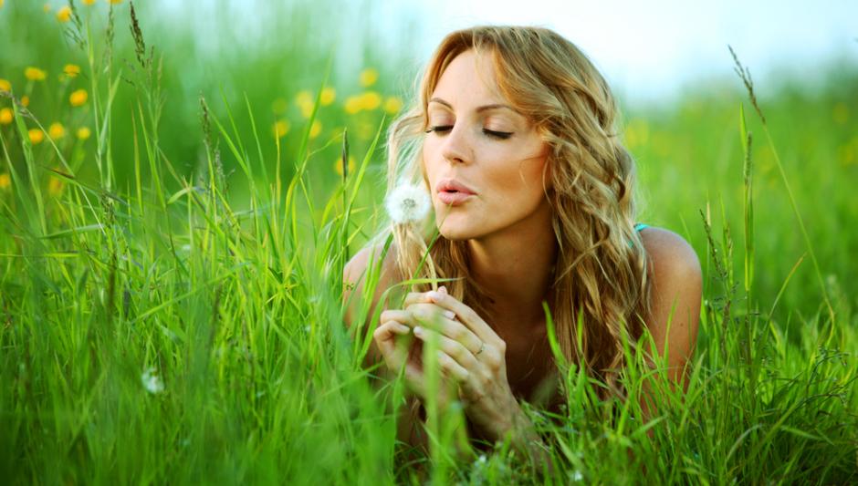 organic-beauty-woman-blowing-dandelion-e1382744668216.jpg
