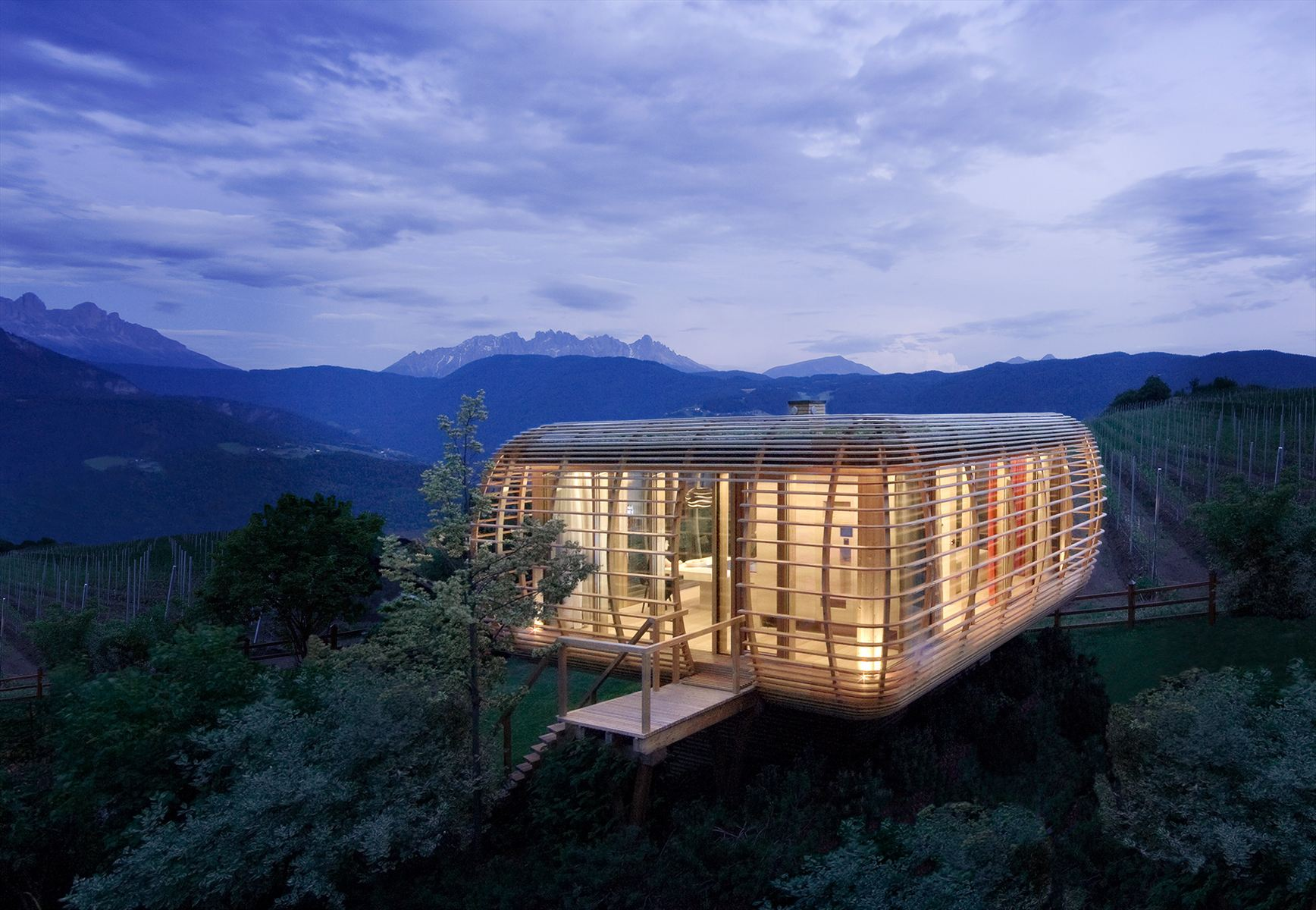 the-nomadic-fincube-house-by-studio-aisslinger-13.jpg