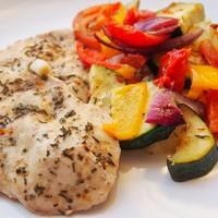 Kakukkfüves csirke sült zöldségekkel