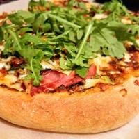 Tönkölylisztből készült pizza