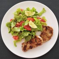 Fűszeres sertésszűz dresszinges salátával