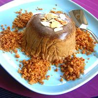 Csavar a desszertben: Muscovado karamell parfé fűszeres sütemény morzsával és pirított mandulával