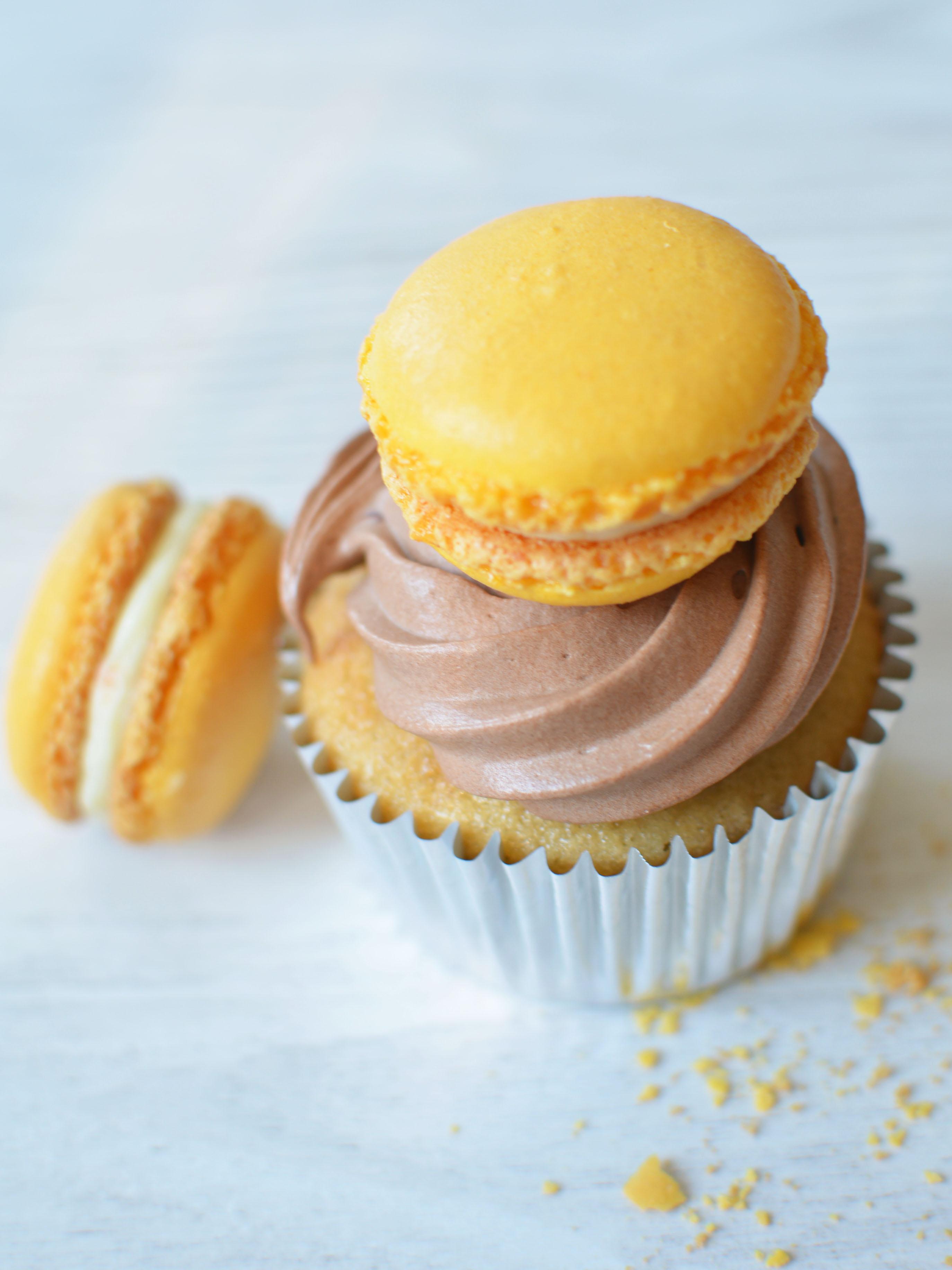 macaron_cupcake.jpg
