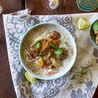 Gyömbéres kókusztejes halgombóc leves - gyerekbarát karácsony