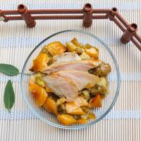 Első húsnak is tökéletes: zsályás nyúlfalatok almás padlizsánnal