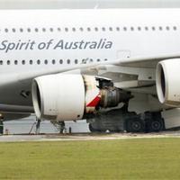 Levideózták a sérült szárnyat - Miért robbant az A380 hajtóműve?