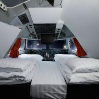 Tölts egy éjszakát a Jumbo pilótafülkéjében!
