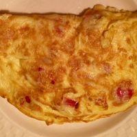 Szuper reggeli: francia omlett sajttal és paradicsommal