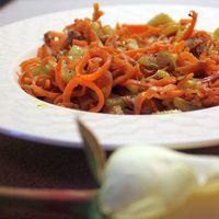 Zöldségspagetti répával, zellerszárral