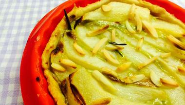 Illatos őszi pite körtével, sajttal