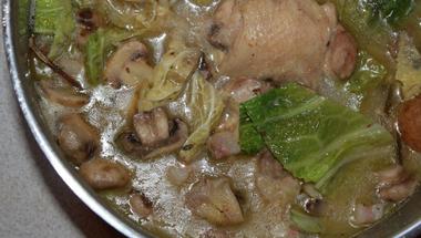 Csirkés egytálétel gombával és kelkáposztával