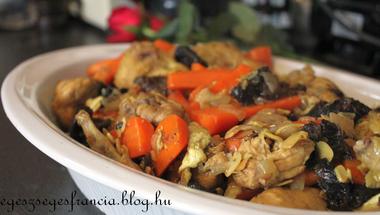 Csirke aszalt szilvával és mandulával