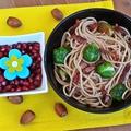 Kelbimbós-baconös spagetti pirított mogyoróval