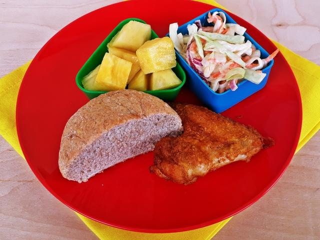 Fűszeres csirkeszárnyak káposztasalátával