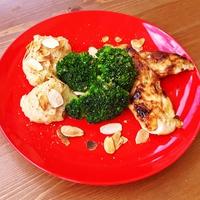 Mézes-mustáros csirkemell mandulás krumplipürével és brokkolival