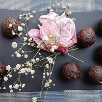 Rózsás, csokis energiagolyó
