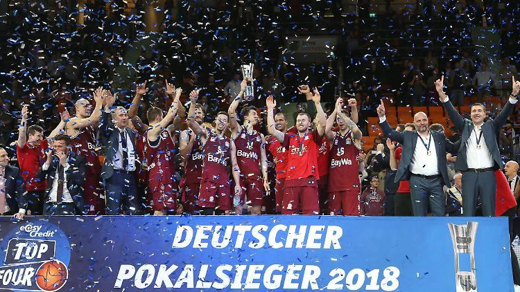 bayern_kosar_2018_kupa.jpg