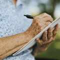 Társadalmi kommunikáció segíthetne a demenciával küzdő idős embereken