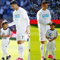 László Petra lábbal,  Cristiano Ronaldo kézzel nyúl a gyerekhez