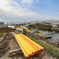 Orbán avatja a Simicska építette gyaloghidat Baján