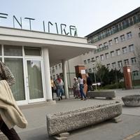 Egy takarító miatt indult a tömeges felmondás a Szent Imre kórházban