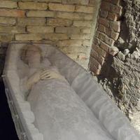 Női holttestet találtak egy kosárban a Duna parton