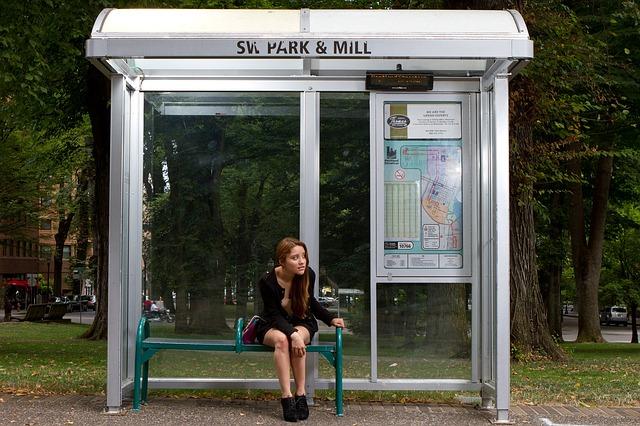 bus-stop-72171_640.jpg