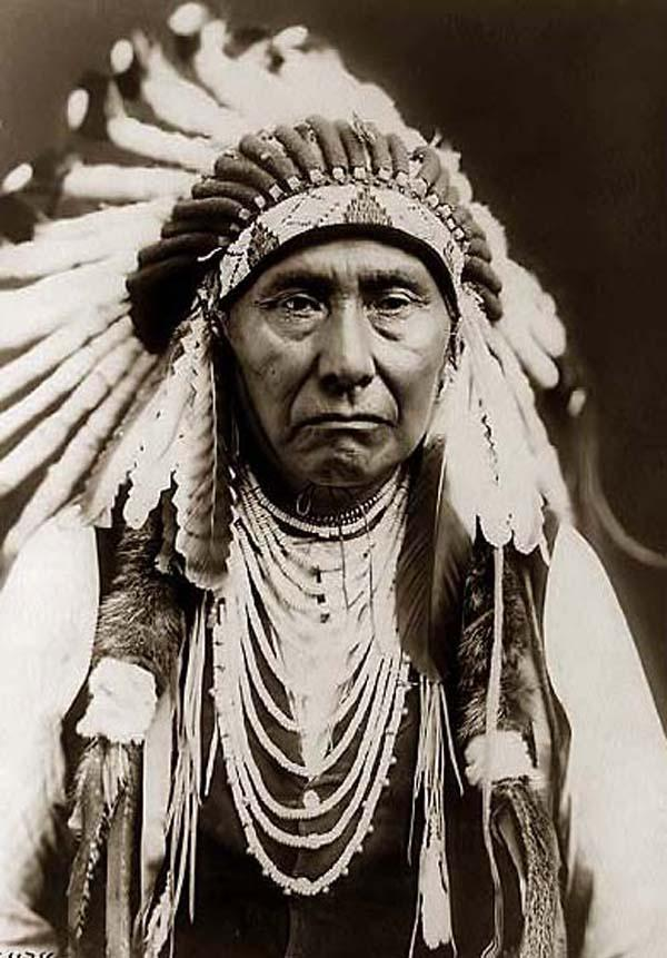 Indian-Chief-with-War-Bonnet.jpg
