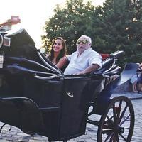 Meglepetésbulit szerveztek Andy Vajna 70. születésnapjának megünneplésére az Oroszlános udvarban
