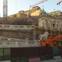 Friss képek a Várbazár felújításáról