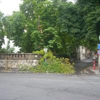 Fadőlés a Váralja utcában
