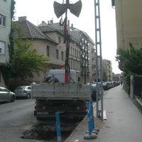 Hattyú utca, csőrepedés