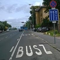 Hegyalja út: Nappal buszsáv, este parkolóhely