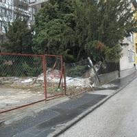 Kidőlt a fal a Toldy Ferenc utcában