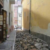 Megkezdődött a Hajadon utca felújítása a budai Várban
