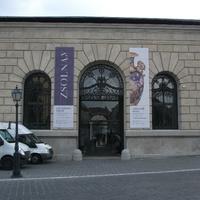 Augusztustól Zsolnay-kiállítás lesz az egykori Honvéd Főparancsnokság felújított épületében