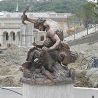 Helyére került a Triton kút központi szobra