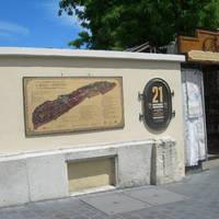 Kihelyezésre kerültek a megújított vári téképek