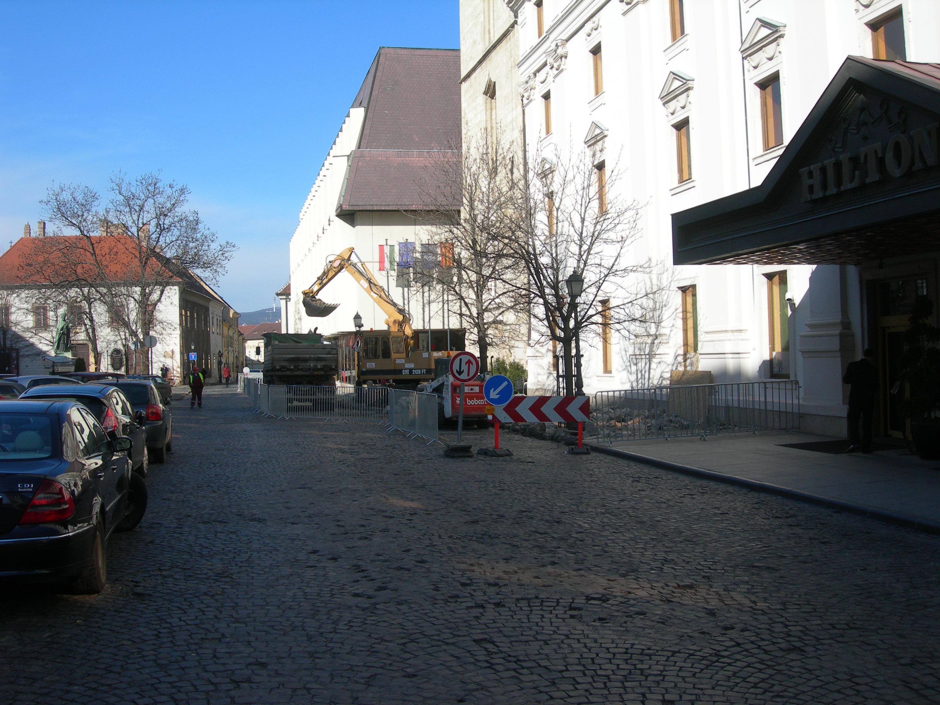 Hess András tér