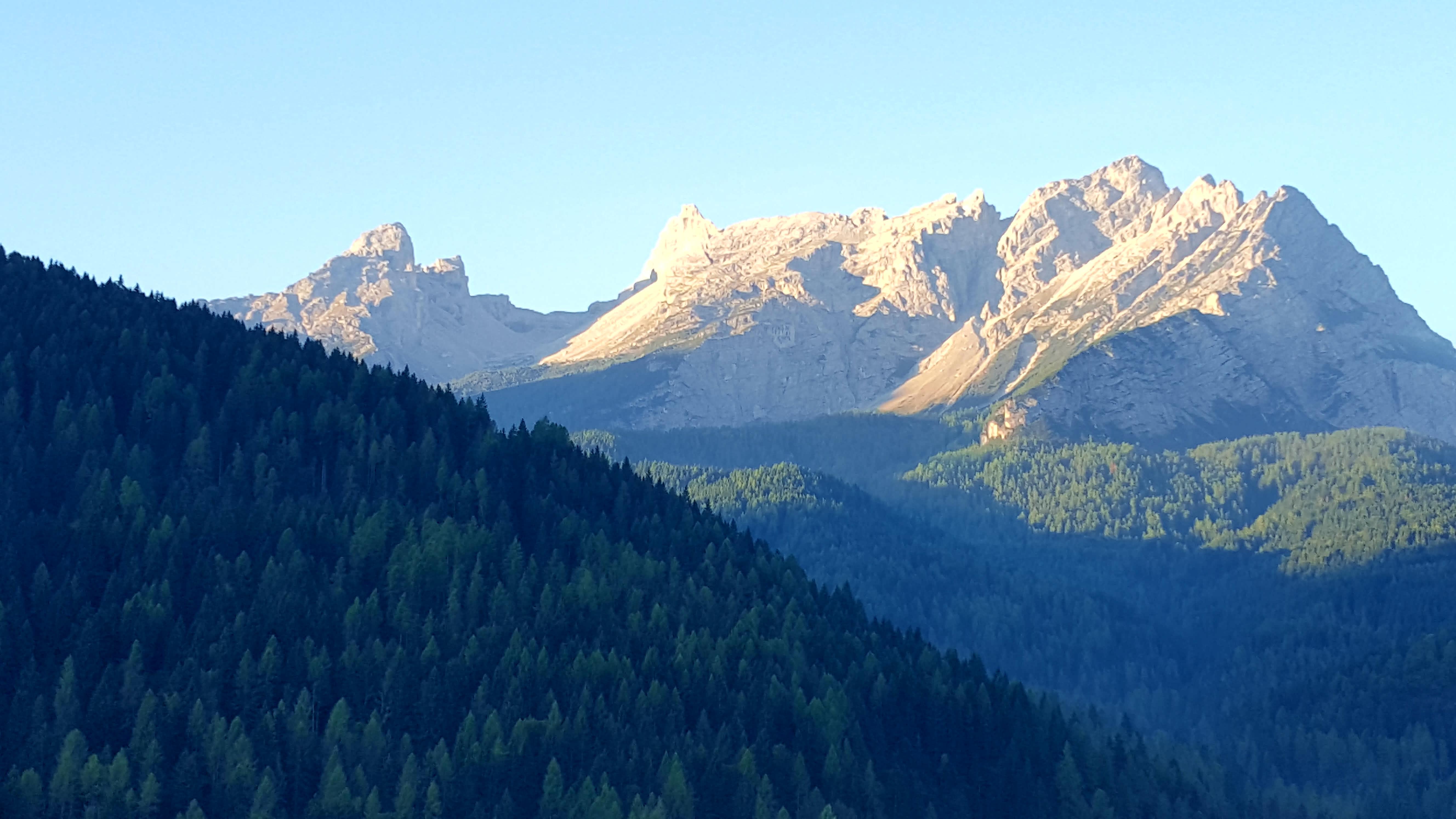 hegyek_teraszrol.jpg