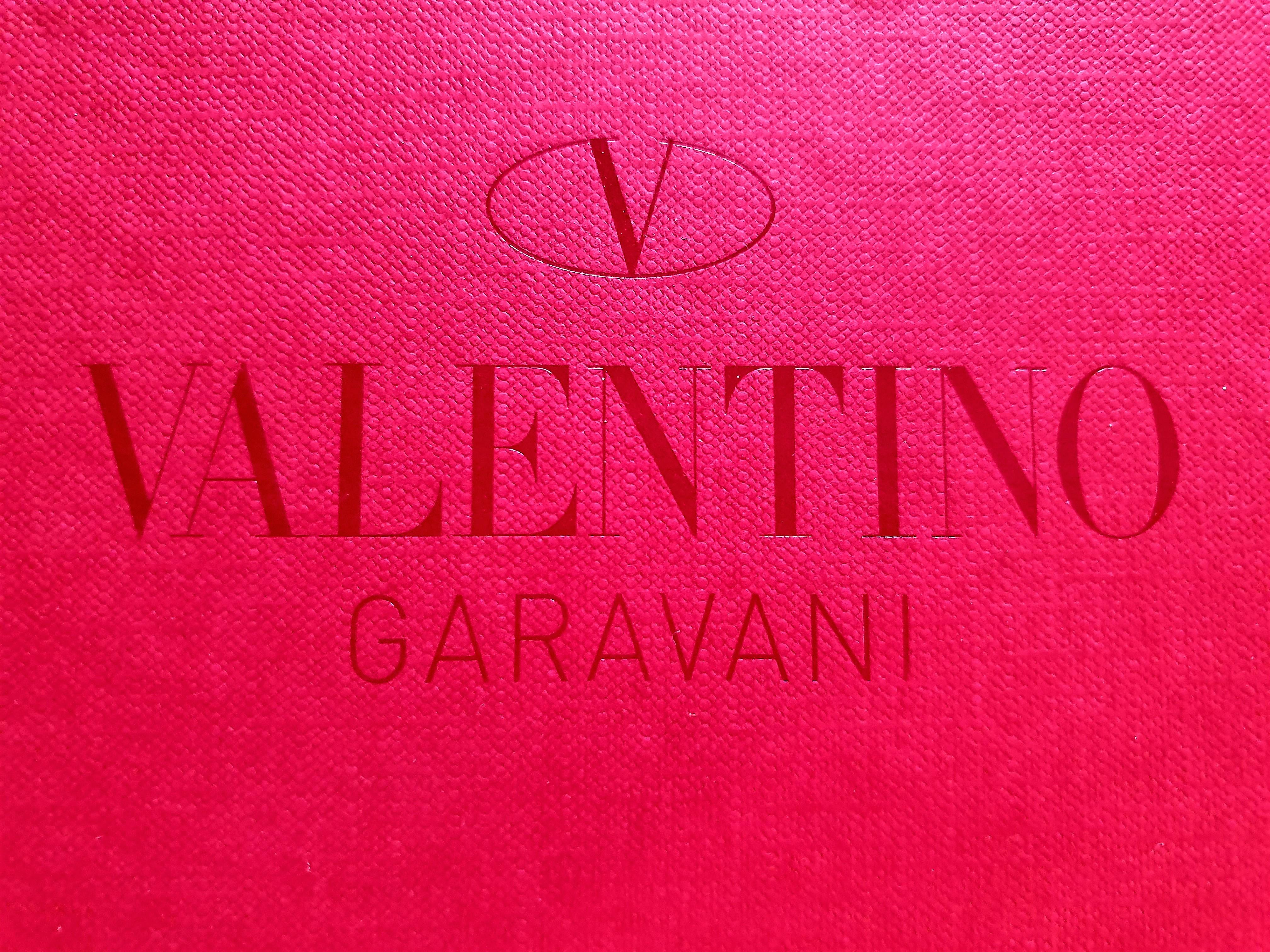 """""""V"""", mint Valentino"""