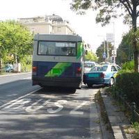 Aknamező a buszok alatt