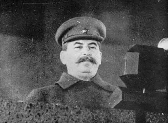 moscow_7_november_1941_worldwartwo_filminspector_com_3.jpg