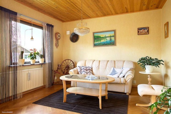 645-sq-ft-small-house-with-basement-in-sweden-05-600x400.jpg