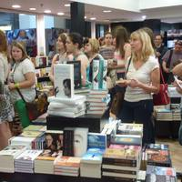Introverziók: egy könyvesboltnyitás margójára, avagy amikor a fagyi visszanyal