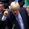 Parázs hangulatban ülésezik újra a brit parlament