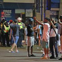 Zavargó fiatalok csaptak össze rendőrökkel