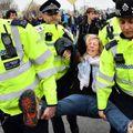 Klímatüntetők miatt bénult le London
