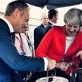 Válság a Brexit-tárgyalásokon: May harapófogóba került