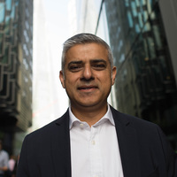Khan: Londoni munkavállalási engedélyt tervezünk